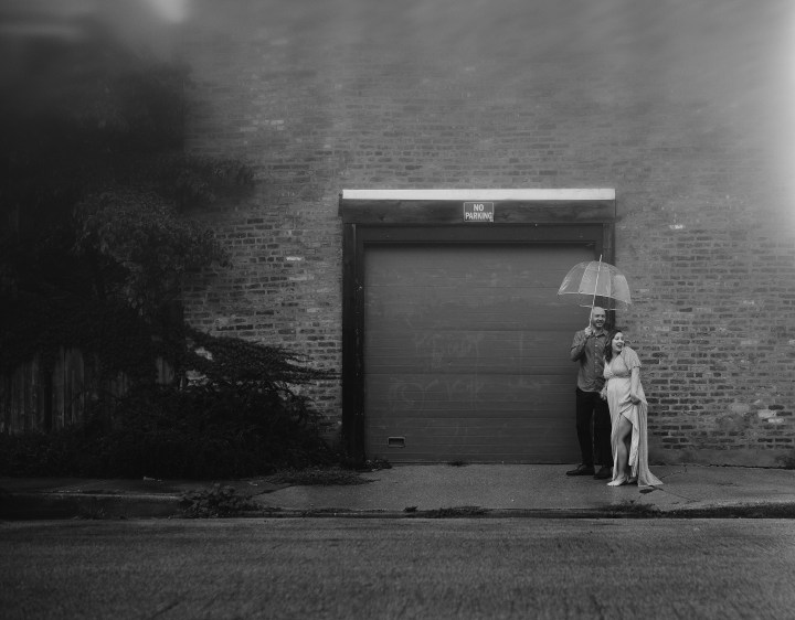 RACHEL AND BRIAN'S RAINY MATERNITY SESSION IN THE STREETS OF CHICAGO