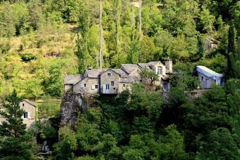 maison au dessus des gorge
