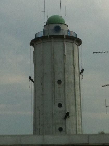 Hvidovre Vandtårn: men climbing