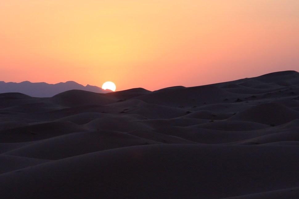 couche de soleil sur le desert