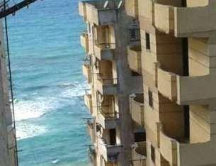 شقه بابوقير للايجار المفروش تاني ناصيه من البحر بمساحه 75 متر