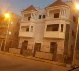 شقة بفيﻻ للبيع