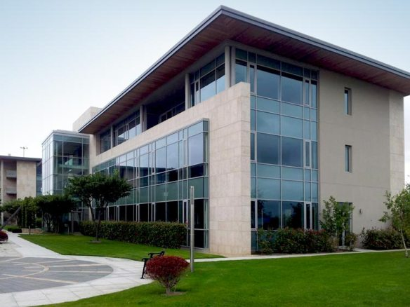 Lakeside Drive, Kawneer AA100 Stick Curtain Walling with Glaverbel Solar Neutral 70/43 Face Glass