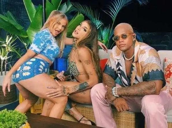 Pabllo Vittar e Luísa Sonza foram as convidadas do TVZ Verão, apresentado por Leo Santana (Foto: Reprodução/Internet)