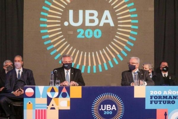 Presentes en el acto por los 200 años de la UBA