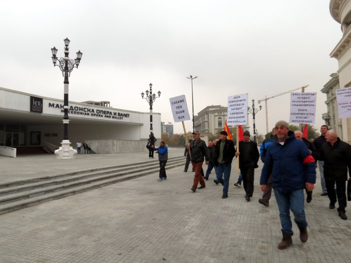 "Workers of ""Jugohrom"" factory passed by the building of Macedonian Opera and Ballet, which is close to the State Inspectorate for environment in Skopje."