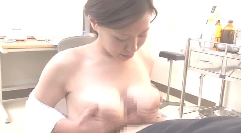 自慢の豊満乳房でパイズリで射精へ導く