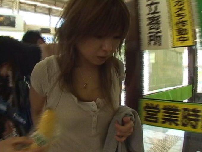 突然目の前にバナナを差し出されてもスルーして無視する忙しそうな東京人たち