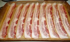 Bacon laid out on stoneware