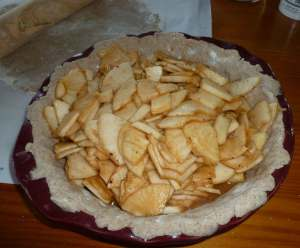 Apples placed in pie pan