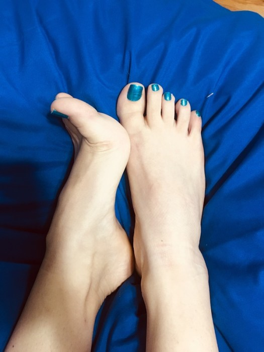 foot fetish with blue show polish