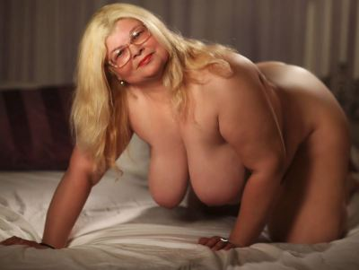 Chubby Webcam Model Sweetmommax