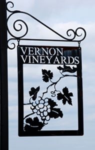 vernon-vineyard-sign