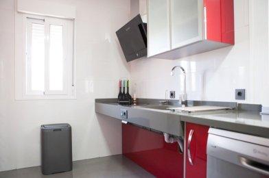 «Cocina adaptada para usuario particular con silla de ruedas en Sevilla»