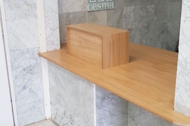 «Adaptación del mostrador de atención al usuario del Centro Asistencial de la Mutua CESMA en Sevilla»