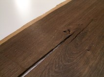 Ammoniak und Gerbsäure reagiert je nach Intensität mit einer Verfärbung des Holzes