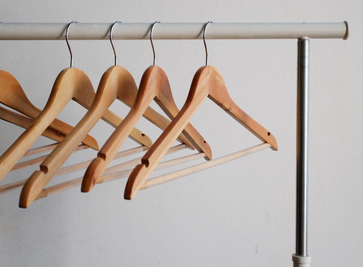 Капсулен гардероб – 12 дрехи с безброй съчетания