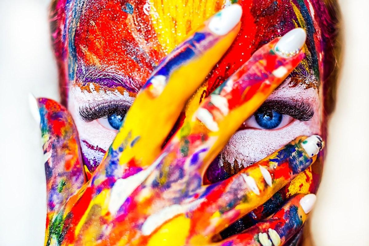 Цветови анализ – кои цветове те карат да сияеш?