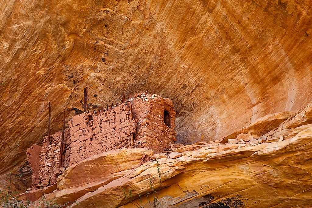 Pastel Alcove Ruin