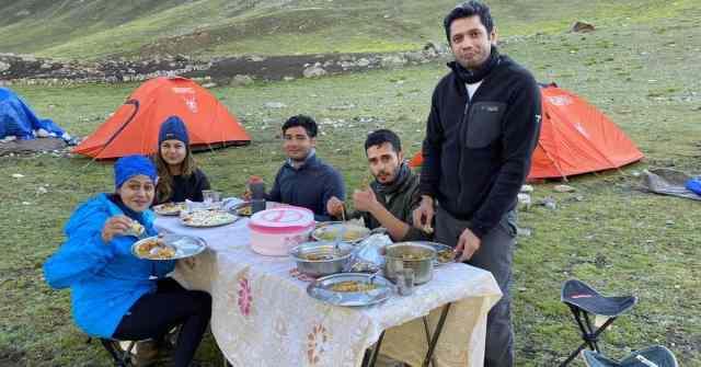 Kashmir Great Lakes breakfast in the open