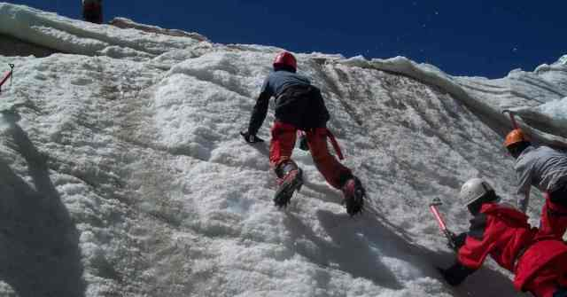 mountaineering courses and institutes_ ice climbing in HMI