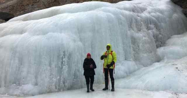 chadar trek_frozen waterfall