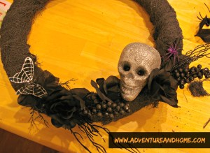 layering-halloween-wreath