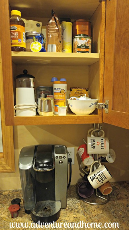 FREE ways to organize your kitchen space. Pin to save these kitchen organization tricks for later or read now!