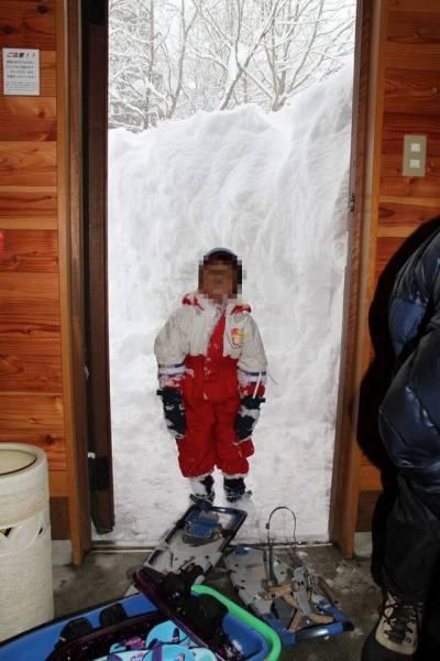 玄関の雪写真