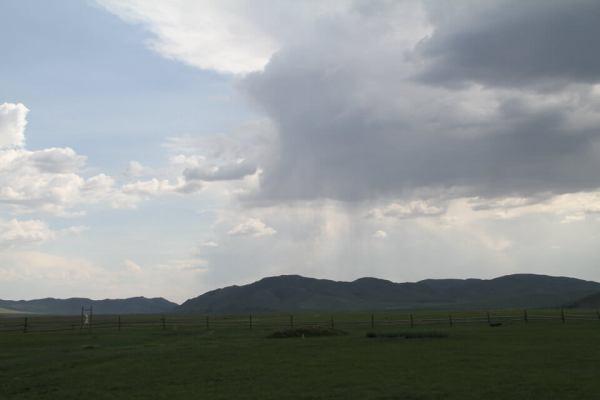 雨雲が移動している写真