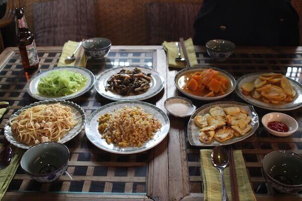 バイ族の家庭料理の写真