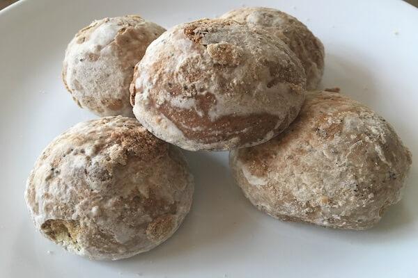 ケシの実入りのパンの写真