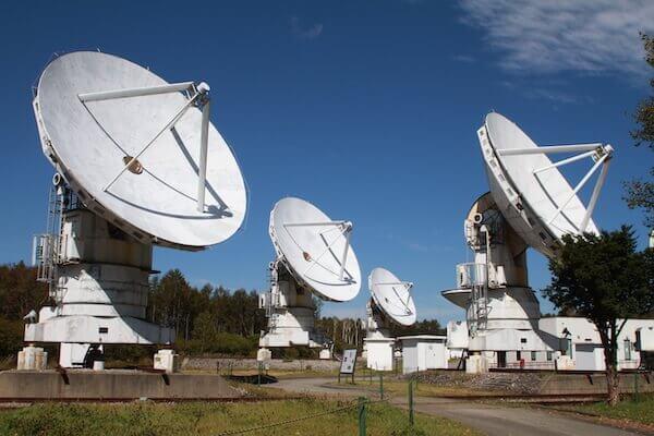 国立天文台の電波望遠鏡の写真