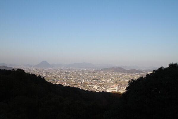 展望台からの讃岐平野の眺めの写真