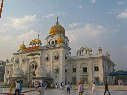 800px-Front_view_of_Gurudwara_Bangla_Sahib,_Delhi