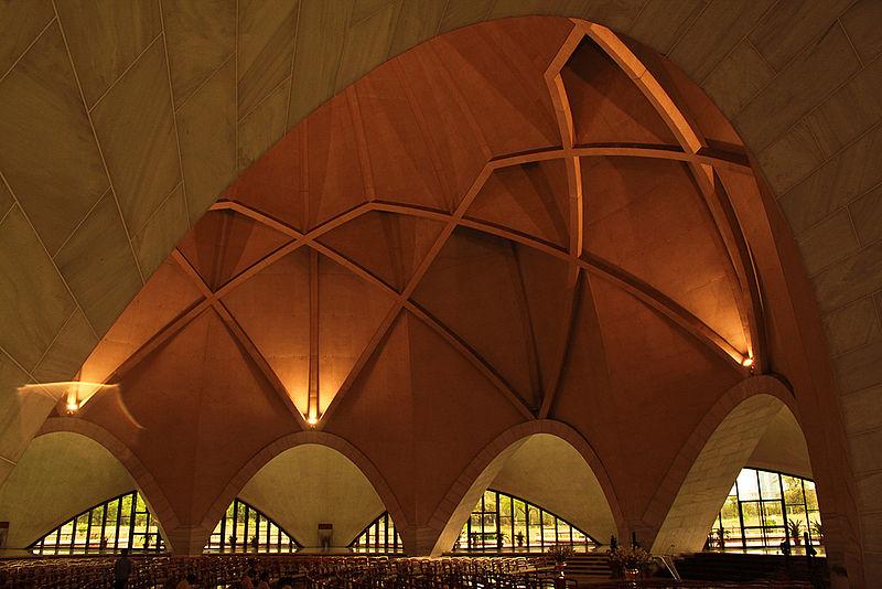800px-Interior_of_Lotus_temple