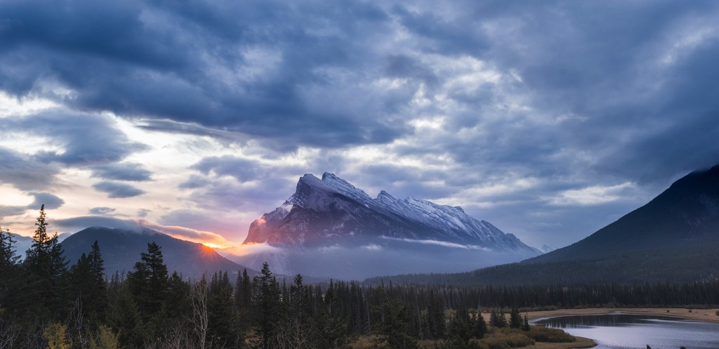 First light of the day, Vermilion Lakes