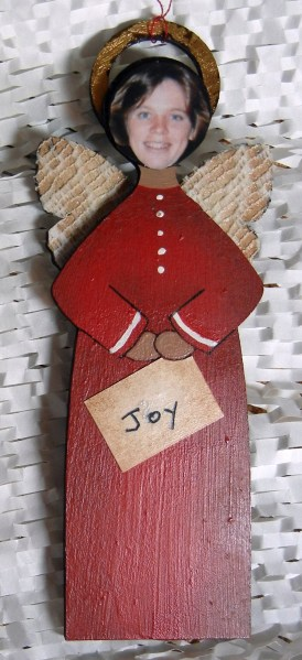 Angel ornament made by Ellen Lindner. AdventureQuilter.com/blog