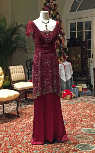 Dressing Downton. Ellen Lindner, AdventureQuilter.com/blog