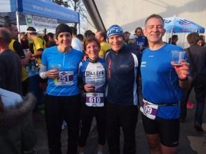 Die vier Läufer beim Verpflegen