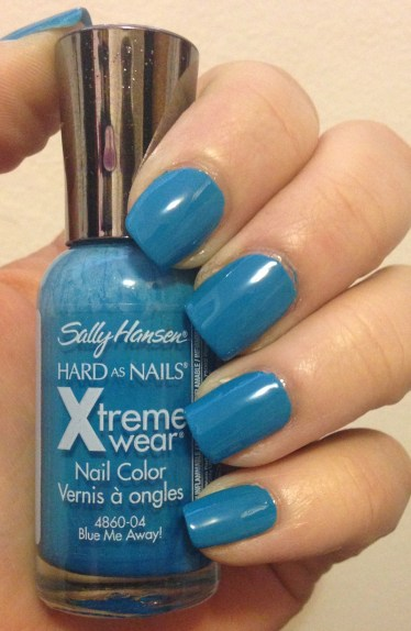 Manicure Monday | Sally Hansen XtremeWear in Blue Me Away!