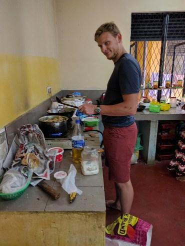 In Sri lanka is het de gewoonte dat je voor je verjaardag eten brengt voor een goed doel. Ik dus deviled chicken gaan maken in Lotus home