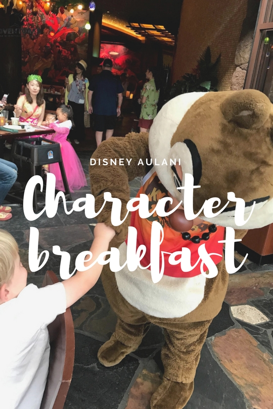 Located at the Makahiki restaurant, just downstairs from the lobby is the Makahiki restaurant. A buffet-style Disney dining area that is open for Disney character breakfast every morning.