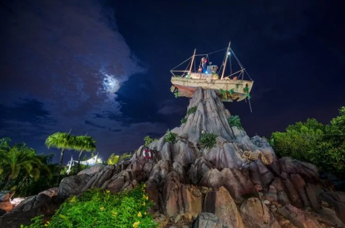 H2O Glow Nights at Typhoon Lagoon