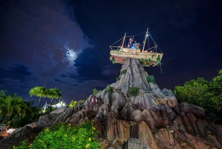 miss-tilly-mount-mayday-typhoon-lagoon-night-wdw