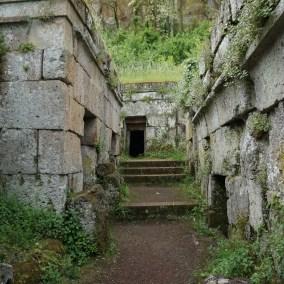 Necropolis-Discover-orvieto-adventures-in-Italy