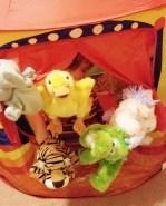 Hand puppet theater with 5 puppets - Non-electronic toys - Adventures in NanaLand
