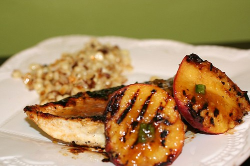 grilled chicken with spicy peach sauce