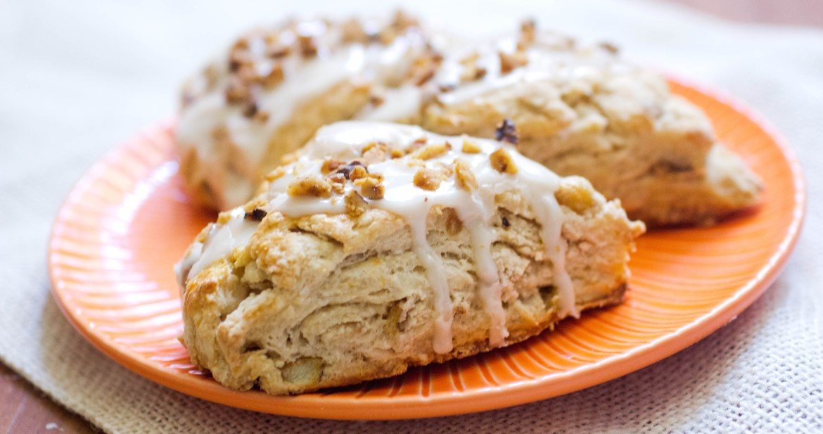 cinnamon-apple-scone-with-apple-cider-glaze