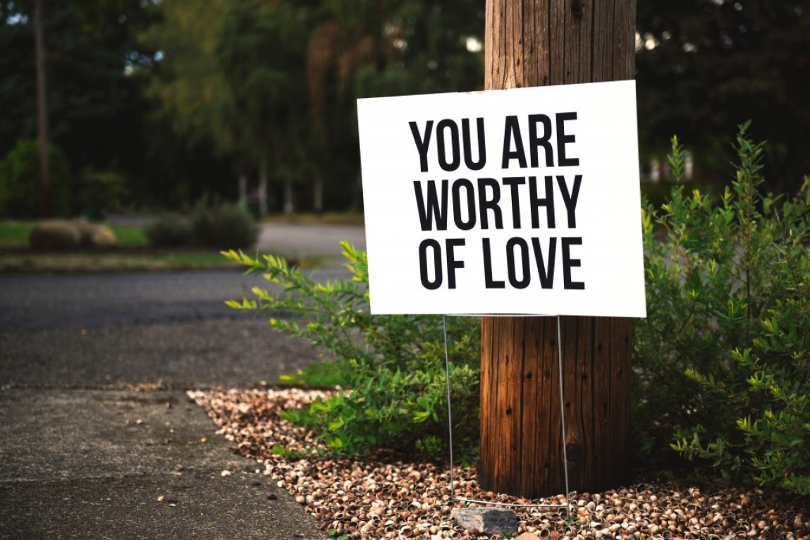 you are worthy of love sign post